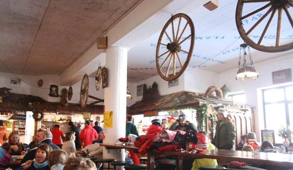 Курмайор, горнолыжное кафе