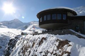 Ресторан Аллалин на фоне ледника Саас Фе