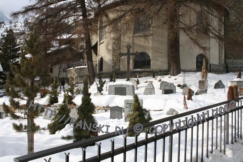 Церматт, кладбище при церкви.