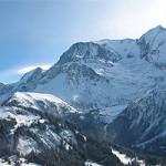 Британский альпинист сумел выжить во время снежной лавины на Монблане.