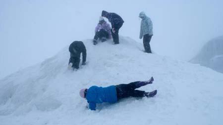 Сотни людей застряли на горе Хатт, Новая Зеландия