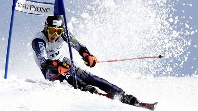 Лыжник на горнолыжном курорте Yongpyong  в Пхенчхан, к востоку от Сеула