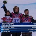 Юрий Подладчиков, Швейцария  (в центре), Ауми Хирано, Япония (слева),   Таху Хираока, Япония (справа) на церемонии награждения в мужском хафпайпе на Олимпиаде в Сочи. 11 февраля 2014 г.