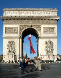 Триумфальная арка в Париже/