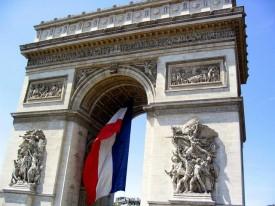 Триумфальная арка в Париже.
