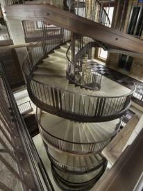 Винтовая лестница в шале Эдельвейс, Куршевель, Франция.