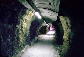 Туннель на черной трассе Сарен в Альп де Юэз.