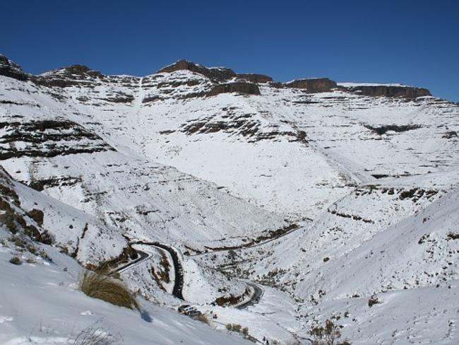 Естественный снег все же иногда выпадает в Драконовых горах.