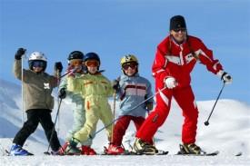 Катание на горных лыжах в школе.