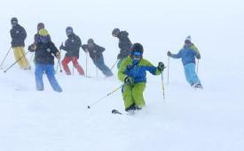 Инструктор Snoworks Gap с группой фрирайдеров.