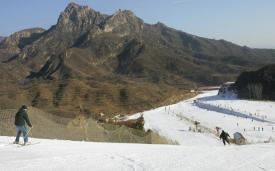 Хуайбэй горнолыжный курорт недалеко от Пекина, Китай.