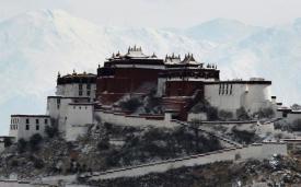 Дворец Потала в Лхасе, городе, где будет расположен самый высокогорный в мире горнолыжный курорт.
