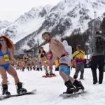 В Сочи побит мировой рекорд по массовости горнолыжников в купальниках