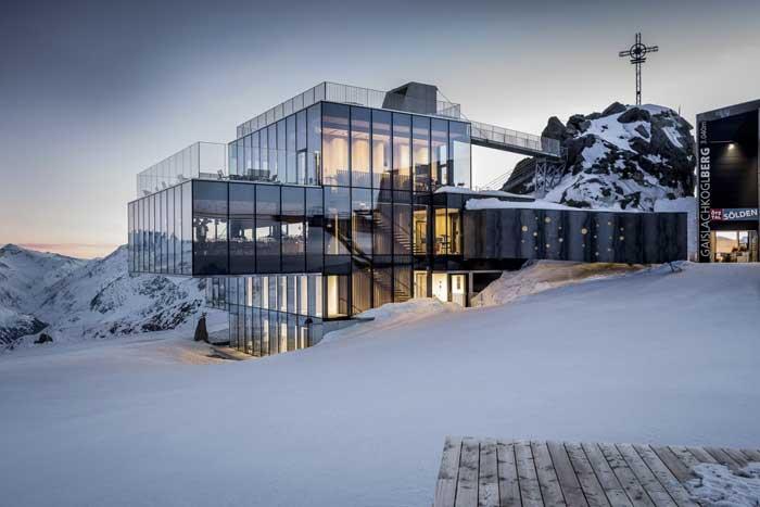 Новый Ресторан IceQ рядом с Гайшлахкогель был воссоздан, как клиника, в последнем фильме о Джеймсе Бонде