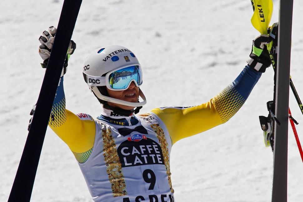 Швед Андре Мюрер празднует победу после второго заезда на этапе Кубка мира по горным лыжам у мужчин в слаломе в воскресенье, 19 марта, 2017 г., Аспен, штат Колорадо. Фото: Nathan Bilow (THE ASSOCIATED PRESS)