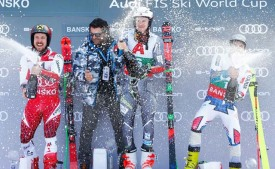Тройка лидеров вместе с Альберто Томба (в его честь названа трасса гонки гигантского слалома).