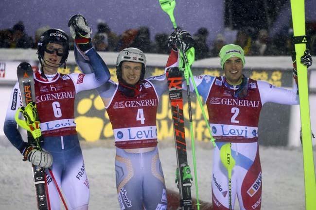 Хенрик Кристофферсен ( в центре), Клемент Ноэль (слева) и Даниэль Юль, в Леви, Финляндия, воскресенье, 24 ноября 2019.