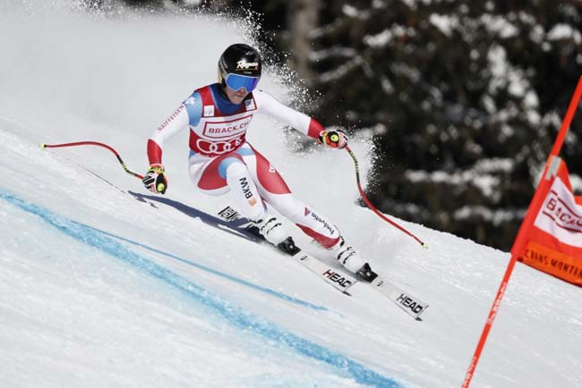 Лара Гут-Бехрами из Швейцарии во время соревнований по горнолыжному спорту среди женщин в воскресенье в Кран-Монтана, Швейцария. (Ален Гросклод / Getty Images)