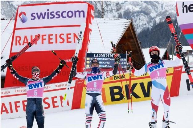 Алексис Пинтуролт (в центре) выиграл гигантский слалом, опередив Филипа Зубчича (слева) и Лоика Мейяра (справа).  (Фото: Алексис Бойчард / Agence Zoom / Sports Press)