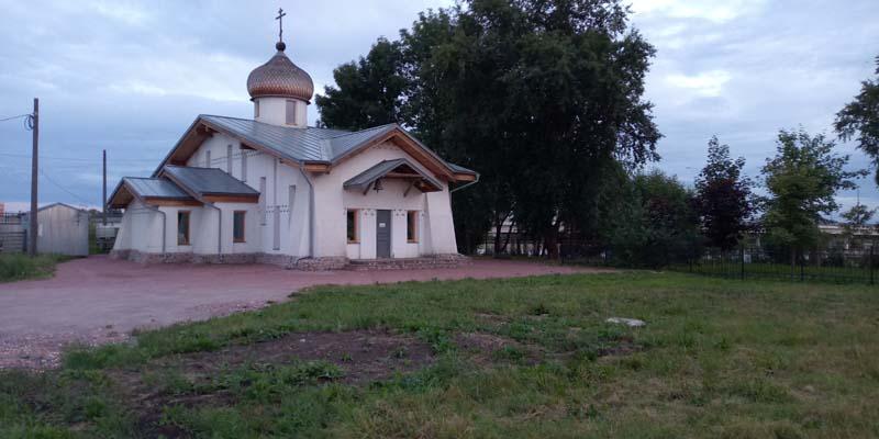 Духовская церковь в Колпино на берегу р.Ижора. Необычный стиль, даже приняли сначала за финскую кирху.
